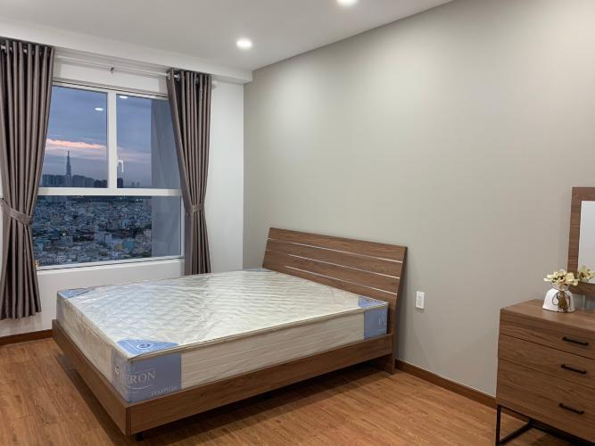 Căn hộ Sunrise City View tầng 25 view thành phố thoáng mát, đầy đủ nội thất.