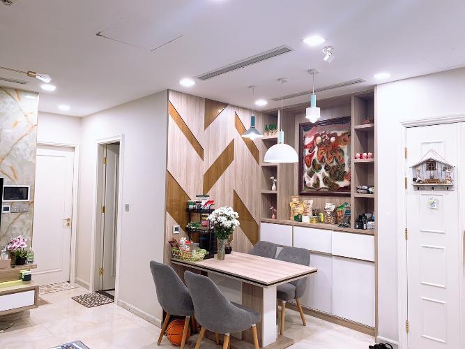 2 Bán căn hộ Vinhomes Golden River 2PN, tầng trung, đầy đủ nội thất, view sông và thành phố