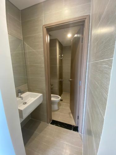 Toilet Vinhomes Grand Park Quận 9 Căn hộ tầng cao Vinhomes Grand Park 2 phòng ngủ, view sông đẹp.