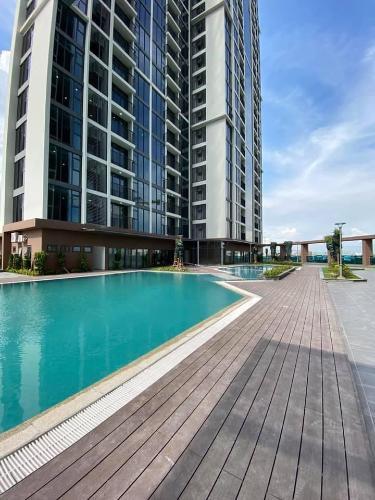 Hồ bơi Eco Green Saigon Căn hộ Eco Green Saigon tầng trung, nội thất cơ bản, view thành phố.