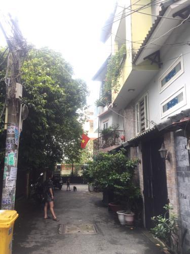 Hẻm nhà phố đường Dương Quảng Hàm, Gò Vấp Nhà phố hướng Tây Nam hẻm xe hơi diện tích 64m2, có sổ hồng riêng.