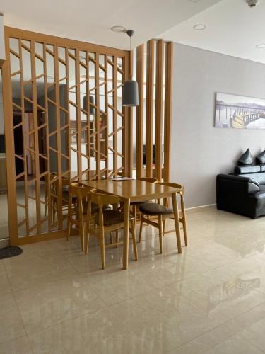 Căn hộ chung cư The Golden Star tầng 16 view thoáng mát, đầy đủ nội thất.
