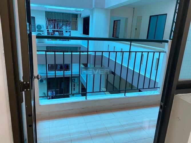 Ban công chung cư Cửu Long, Bình Thạnh Căn hộ chung cư Cửu Long tầng 4, view nội khu giếng trời.