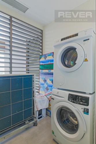 Logia Bán hoặc cho thuê căn hộ Masteri Millennium tầng cao, 3PN 2WC, đầy đủ nội thất, view sông và Bitexco