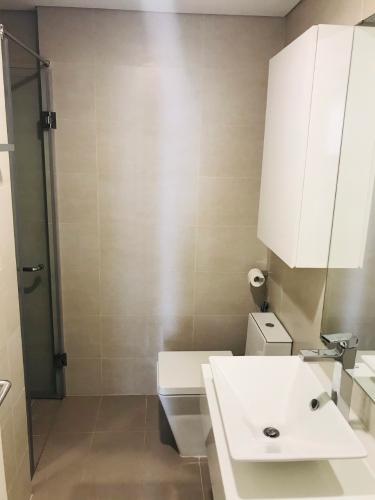 Toilet Masteri Millennium Quận 4 Căn hộ Masteri Millennium tầng cao, view thành phố sầm uất.