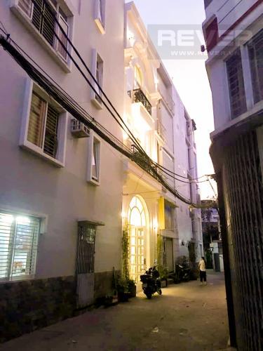 Lối đi Bán nhà phố đường Huỳnh Văn Bánh 43.8m2, 3 lầu 5PN 4WC, view khu dân cư