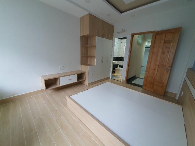 Phòng ngủ nhà Tân Phú Nhà phố hướng Tây Bắc diện tích sử dụng 185m2, nội thất cơ bản.