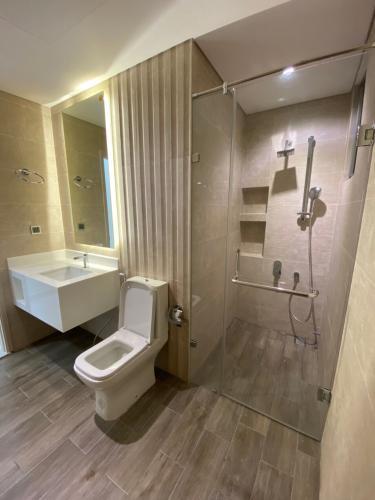 Phòng tắm Phú Mỹ Hưng Midtown Căn hộ Phú Mỹ Hưng Midtown đầy đủ nội thất, thiết kế gam màu xanh mát.
