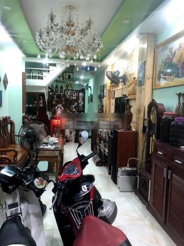 Phòng khách nhà phố Tăng Bạt Hổ, Bình Thạnh Nhà phố hẻm Bình Thạnh hướng Tây Nam, nội thất đầy đủ.