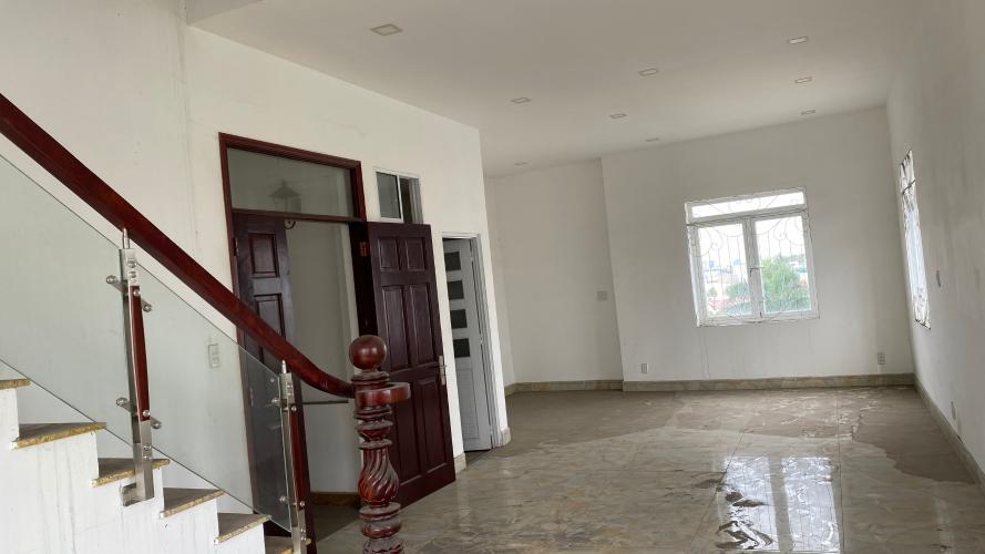 phòng ngủ  Nhà phố hướng Đông Nam mặt tiền, diện tích sử dụng 432m2.