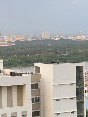 view ban công căn hộ The Tresor Căn hộ tầng cao The Tresor nội thất đầy đủ view thành phố thoáng mát.