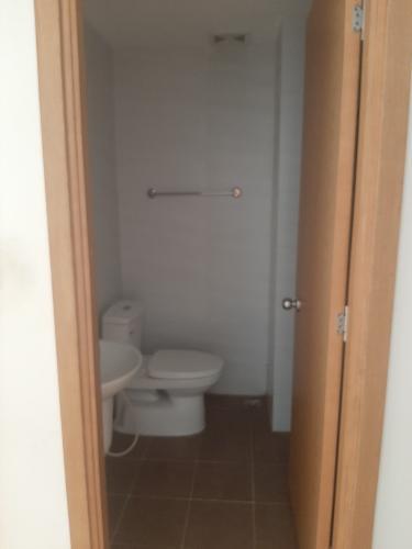 Toilet Starlight Riverside, Quận 6 Căn hộ Starlight Riverside tầng trung, ban công hướng Bắc.
