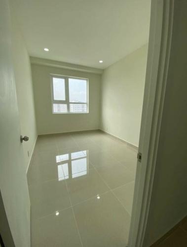 Bên trong căn hộ Topaz Elite Căn hộ tầng cao Topaz Elite không kèm nội thất, view mát mẻ.