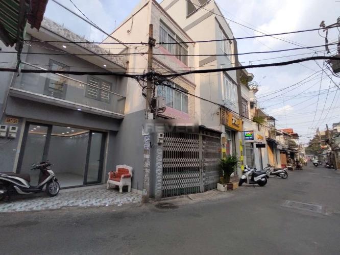 Đường nhà phố Tân Phú Nhà phố diện tích sử dụng 125m2 hướng cửa Đông Nam, thiết kế kỹ lưỡng.