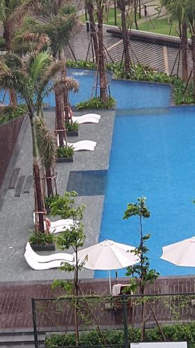 Hồ bơi căn hộ Saigon South Residence Căn hộ Saigon South Residence bàn giao thô, ban công hướng Tây.
