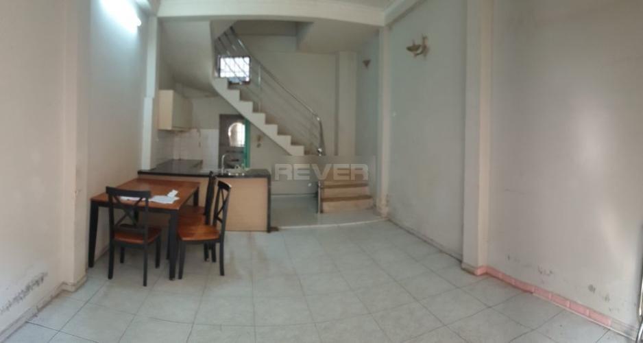 Phòng khách nhà phố Nhà phố hướng Đông Nam diện tích sử dụng 120m2, hẻm xe máy.