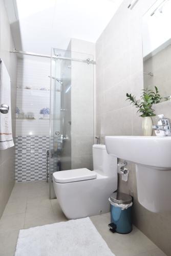 Phòng tắm Lexington Residence Quận 2 Căn hộ Lexington Residence tầng trung, ban công hướng Tây.