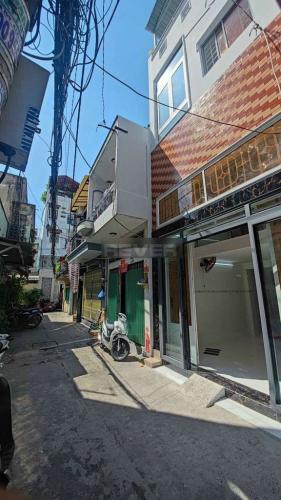 Nhà phố hướng Đông Nam diện tích sử dụng 128m2, hẻm 4m.