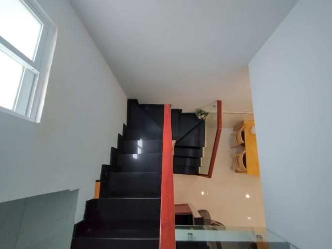 Cầu thang Bán nhà phố hẻm đường Bến Vân Đồn, phường 5, quận 4, diện tích đất 26.7m2, diện tích sử dụng 49.8m2