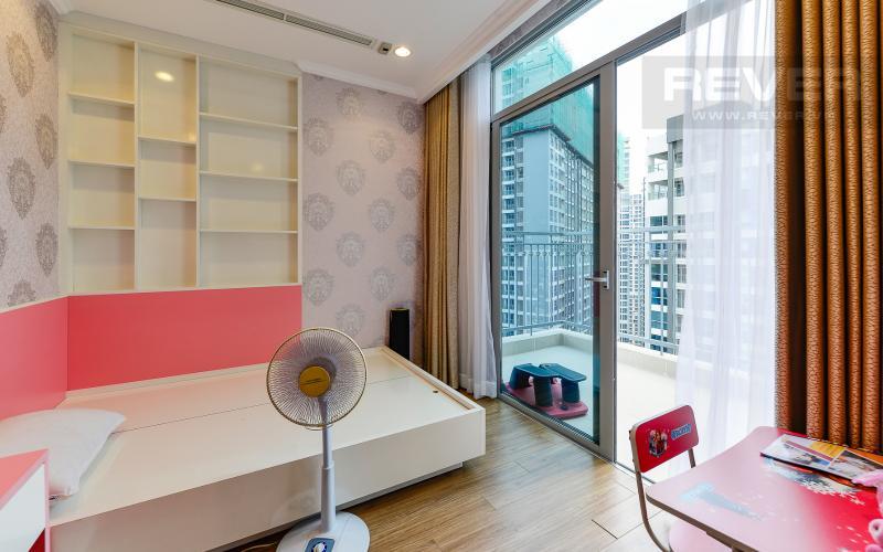 Phòng ngủ 2 Căn hộ The Central Vinhomes Central Park tầng cao hướng Đông Bắc tháp C1