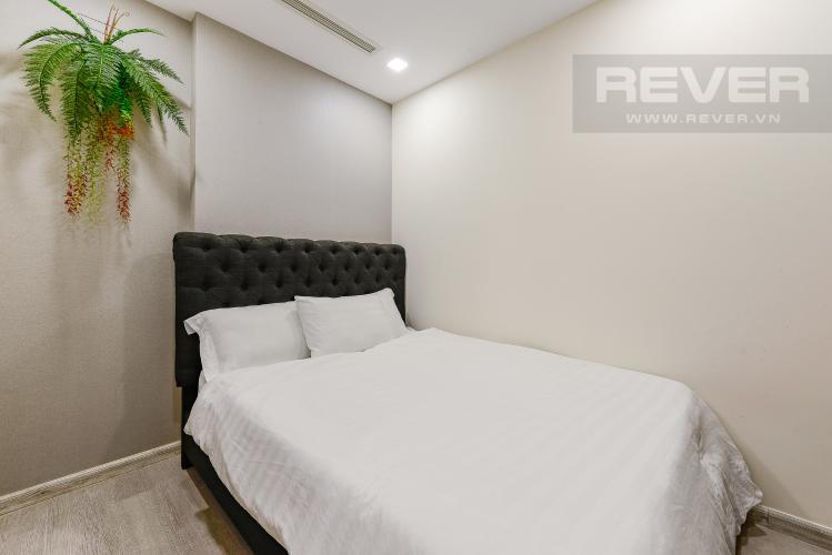 Phòng ngủ 2 Căn hộ Vinhomes Golden River tầng thấp, tháp Aqua 4, 2 phòng ngủ, view hồ bơi.