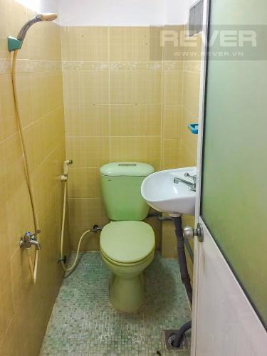 Phòng Tắm Bán nhà phố đường Âu Dương Lân diện tích 87m2, 4PN 4WC, nội thất cơ bản