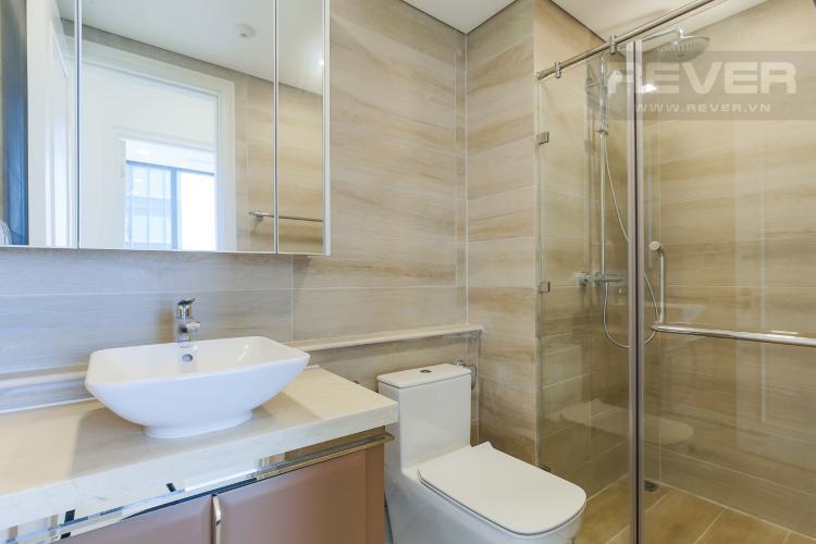 Phòng Tắm 2 Bán hoặc cho thuê căn hộ Vinhomes Golden River 2PN, tầng cao, đầy đủ nội thất, view sông Sài Gòn
