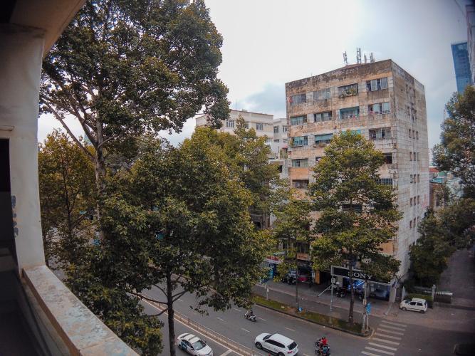 View căn hộ chung cư Trần Hưng Đạo Căn hộ chung cư Trần Hưng Đạo ban công hướng Đông Nam, view thành phố.