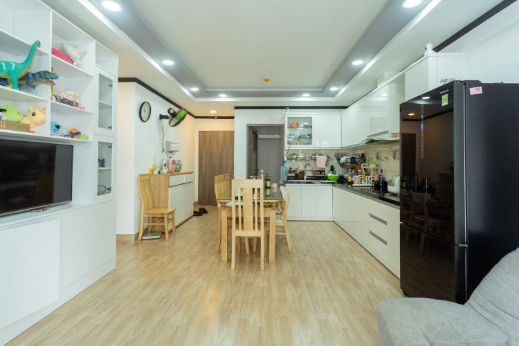 Bán căn hộ tầng cao đầy đủ nội thất Saigon South Residence.