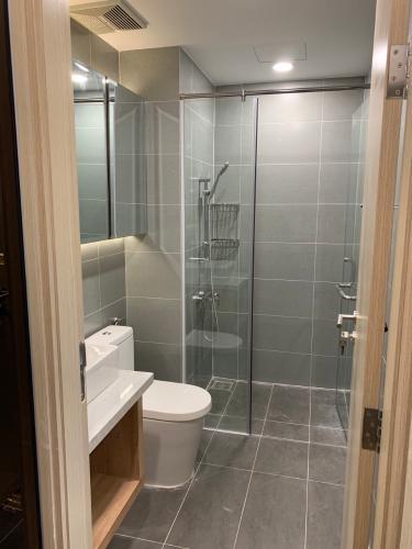 Phòng tắm căn hộ Saigon South Residence, Nhà Bè Căn hộ Saigon South Residence ban công hướng Bắc, view thành phố.