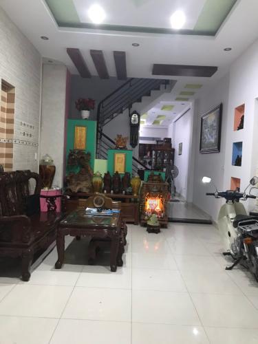 Bán nhà hẻm xe hơi Huỳnh Tấn Phát được bàn giao kèm nội thất cơ bản.