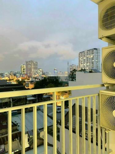 Ban công căn hộ Galaxy 9 Căn hộ Galaxy 9 tầng thấp đầy đủ nội thất, view thành phố.