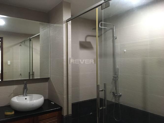 Phòng tắm nhà phố Nhà phố hướng Đông 2 mặt hẻm xe hơi, diện tích sử dụng 376m2.