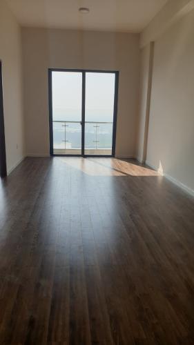Phòng khách căn hộ Mizuki Park Căn hộ Mizuki Park nội thất cơ bản, view cây xanh và sông.
