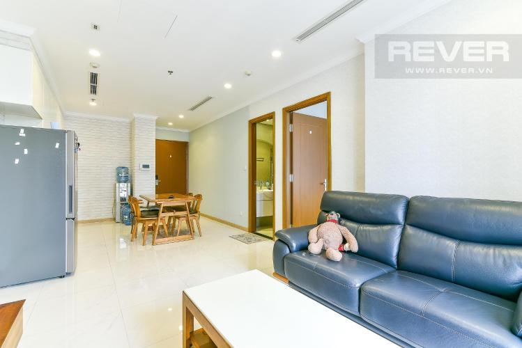 Phòng khách căn hộ VINHOMES CENTRAL PARK Bán hoặc cho thuê căn hộ Vinhomes Central Park 1PN, tầng cao, đầy đủ nội thất, view nội khu và thành phố