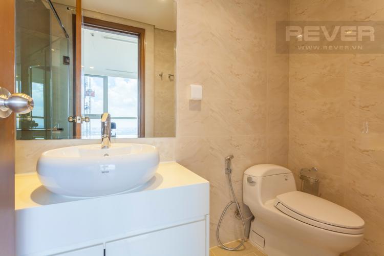 Phòng tắm 2 Căn hộ Vinhomes Central Park tầng cao Landmark 3 mới bàn giao, nội thất cơ bản