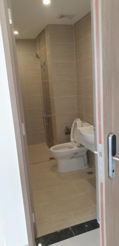 Toilet Vinhomes Grand Park Quận 9 Căn hộ nội thất cơ bản Vinhomes Grand Park tầng cao, view nội khu.