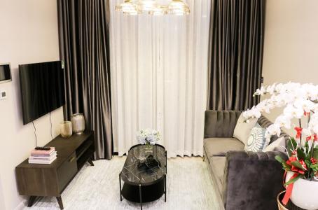 Bán hoặc cho thuê căn hộ Vinhomes Golden River 2PN, tầng trung, đầy đủ nội thất, view sông Sài Gòn