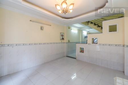 Bán nhà đường Huỳnh Tấn Phát, Quận 7, nội thất cơ bản, sổ hồng chính chủ, cách đại lộ Nguyễn Văn Linh 400m