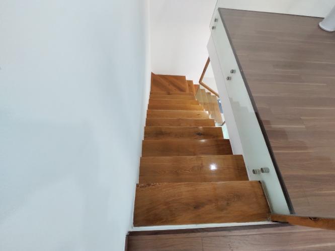 cầu thang duplex STAR HILL PHÚ MỸ HƯNG Bán duplex Star Hill Phú Mỹ Hưng 3PN, tầng 4 block A, đầy đủ nội thất, sổ hồng