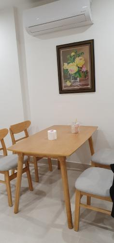 Bàn ăn Vinhomes Grand Park Quận 9 Căn hộ Vinhomes Grand Park nội thất cơ bản, hướng nội khu.