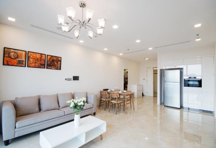 Căn hộ Vinhomes Golden River tầng cao, nội thất tiện nghi.