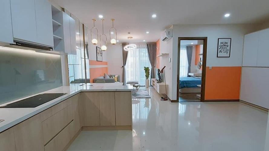Căn hộ tầng cao Hado Centrosa Garden nội thất đầy đủ.