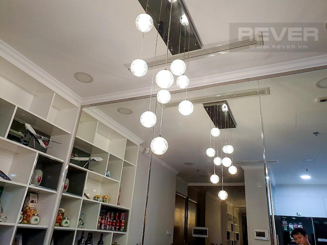 Đèn phòng khách Cho thuê căn hộ Vinhomes Central Park 3PN, tầng thấp, đầy đủ nội thất, view thành phố