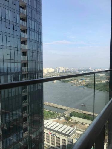 view ban công Căn hộ Vinhomes Golden River Căn hộ Vinhomes Golden River tầng 30 view sông thoáng mát cực đẹp