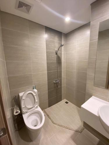 Toilet Vinhomes Grand Park Quận 9 Căn hộ Vinhomes Grand Park tầng cao, ban công rộng rãi.