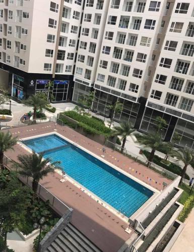 Hồ bơi Sky Center Phổ Quang Căn hộ Officetel Sky Center tầng trung, ban công hướng Bắc.