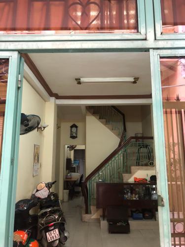 Phòng khách nhà phố Nguyễn Kim, Quận 10 Nhà phố hẻm Nguyễn Kim nội thất cơ bản, sổ hồng riêng.