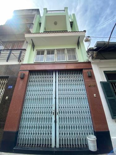 Nhà phố Trần Hưng Đạo, Quận 5 Nhà phố hướng Đông diện tích 98.13m2, bàn giao nội thất cơ bản.