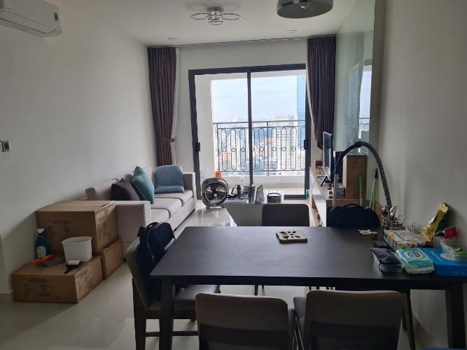 Phòng khách Saigon Royal, Quận 4 Căn hộ Saigon Royal tầng cao, view Bến Vân Đồn hướng Đông Nam.